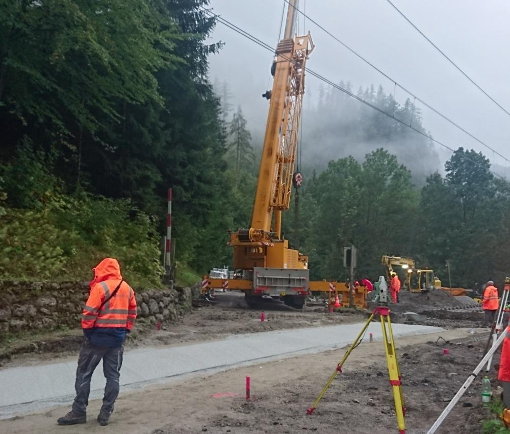 Foto von Vermessungsarbeiten auf Baustelle