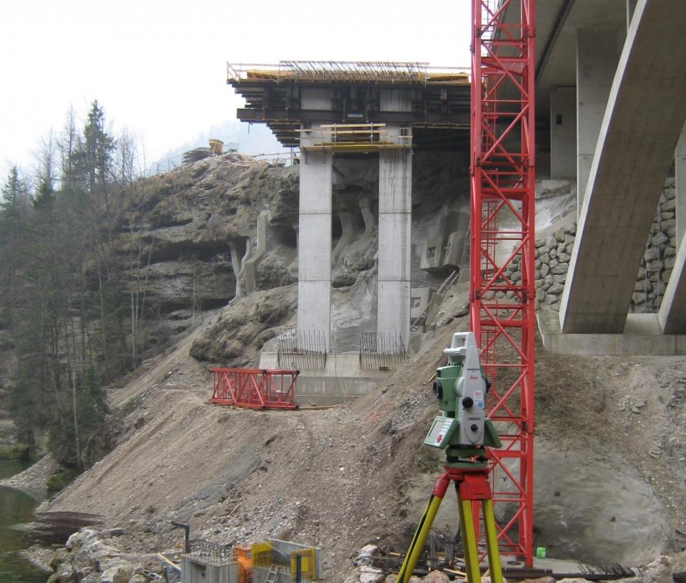 Foto Vermessung einer Brückenbaustelle