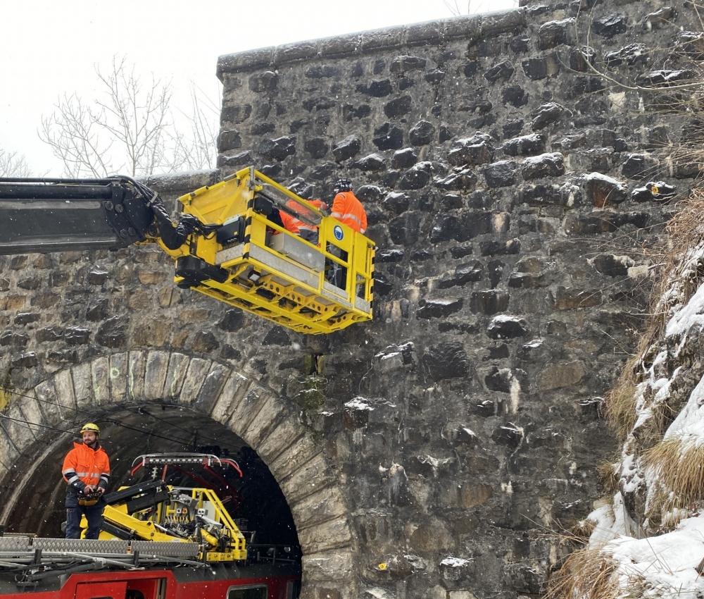 Foto Vermessungsarbeiten Eisenbahntunnel